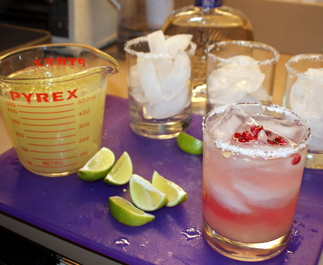 how to make pomegranate margaritas